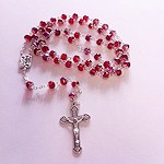 Preciso rosario de cristal granate